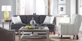Taylor King South Hampton Sofa 8012-03